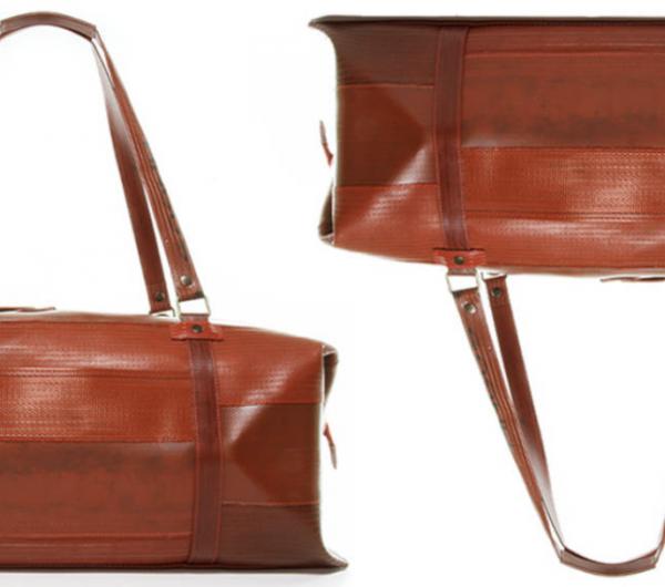 Brown weekender leather bag